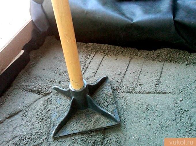 Чем утрамбовать песок под плитку
