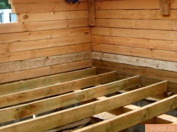 пол в древесном доме