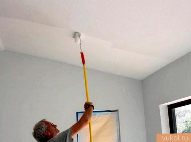Как выкрасить потолок акриловой краской