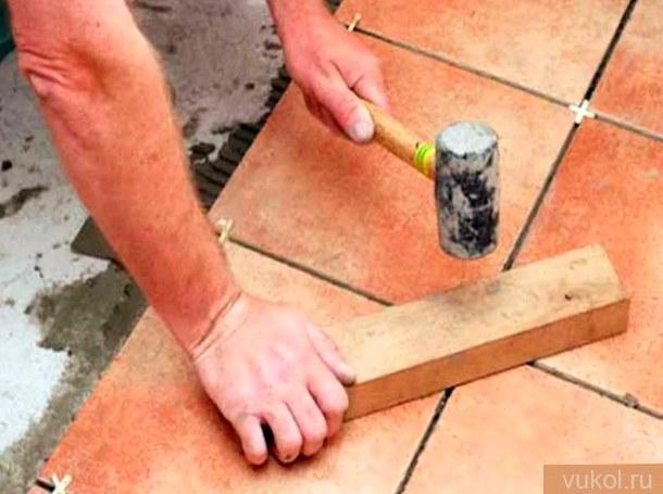 Как верно положить напольную плитку