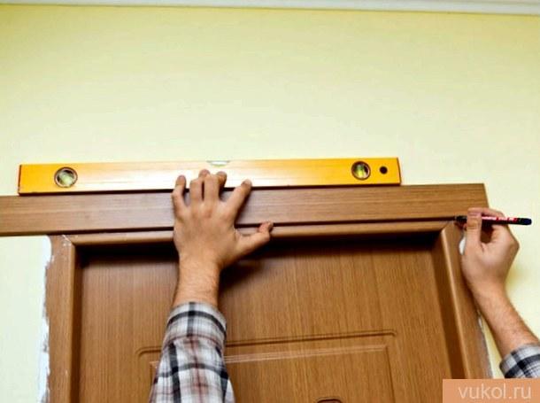 установить дверные наличники