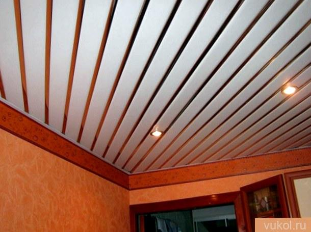 Как сделать потолок из пластмассовых панелей