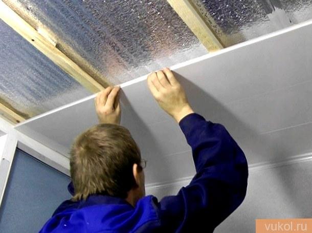 потолок из пластмассовых ПВХ