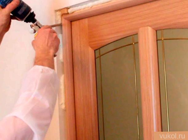 установить двухстворчатую межкомнатную дверь