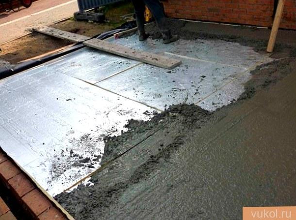 Как утеплить цементный пол