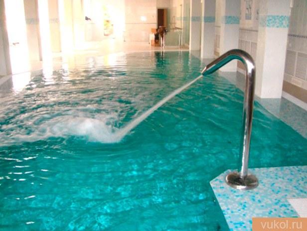декоративный водопад для бассейна