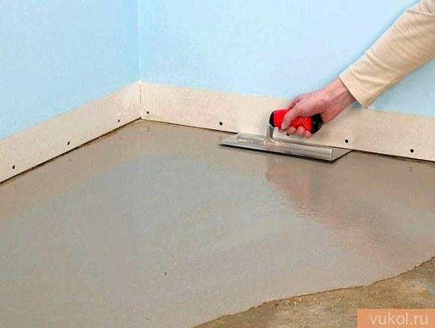 Как выровнять цементный пол