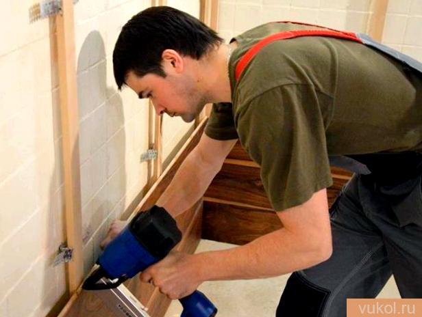 Установка древесных стеновых панелей