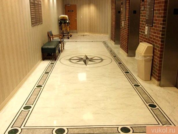 Мраморная плитка на пол в дизайне квартиры