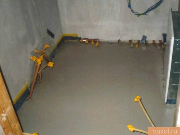 Как сделать стяжку в ванной на пол под плитку?