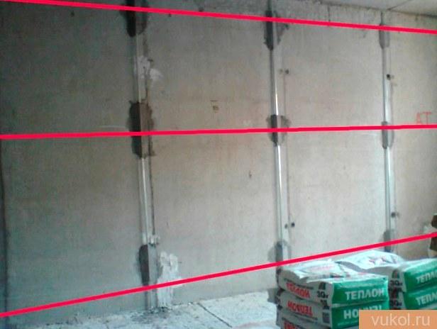 Разработка штукатурки стенок по маякам