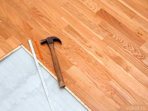 Укладка ламината на древесный пол