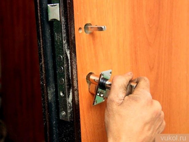 Установка стальных дверей
