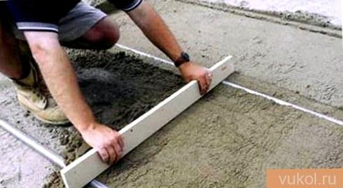 Заливка бетонной смеси и разравнивание